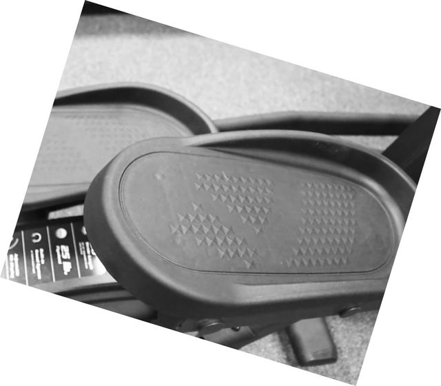 sole_e25_elliptical_foot_pedals